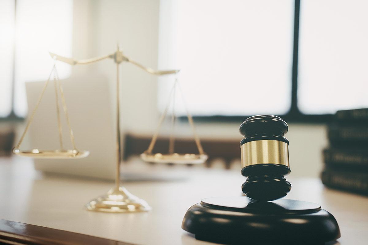 Cinco criterios para entender el derecho a la defensa material.